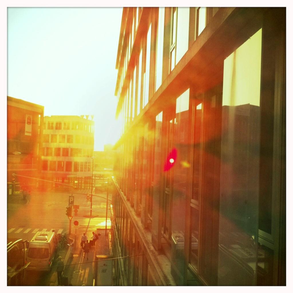 Sonnenaufgang im Büro