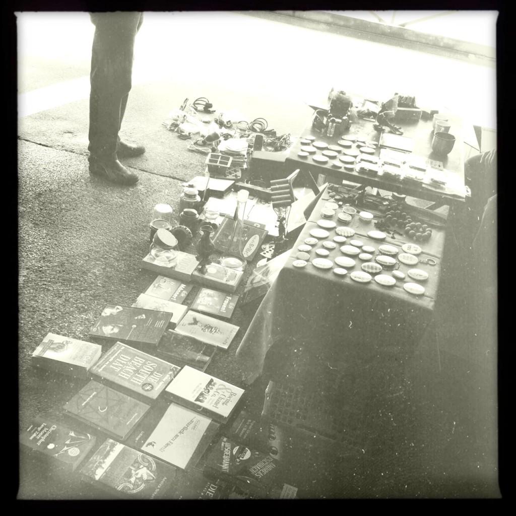 Unser Verkaufsstand am sonntäglichen Flohmarkt