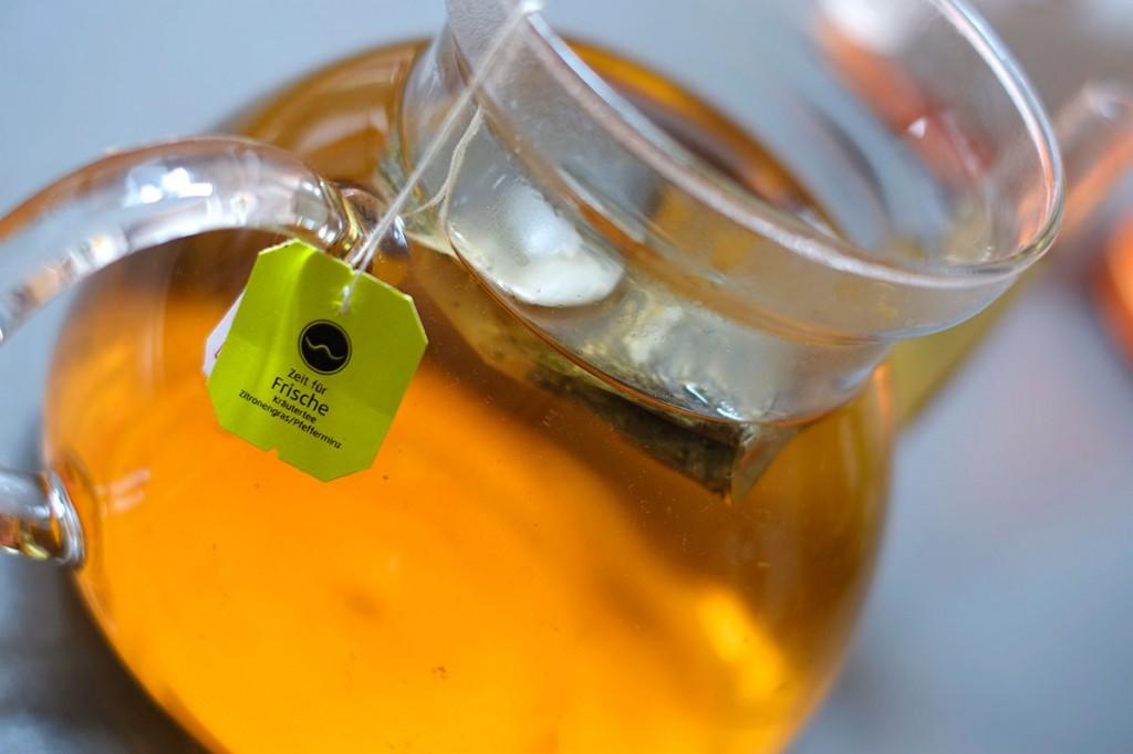 Hals pflegende Kanne Tee