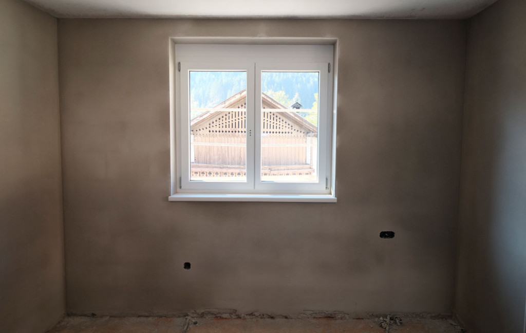 Symmetrie beim Blick aus dem Fenster.