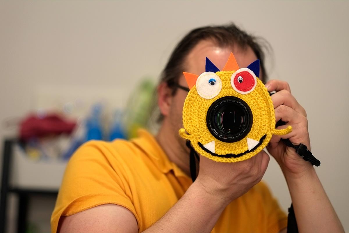 Objektivmonster in gelb mit zwei Augen